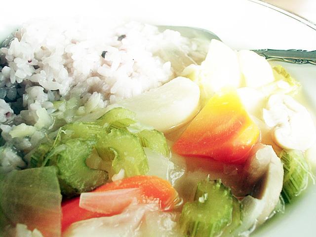 朝日に輝く野菜