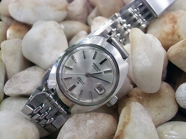 19-かわいらしい防水時計です