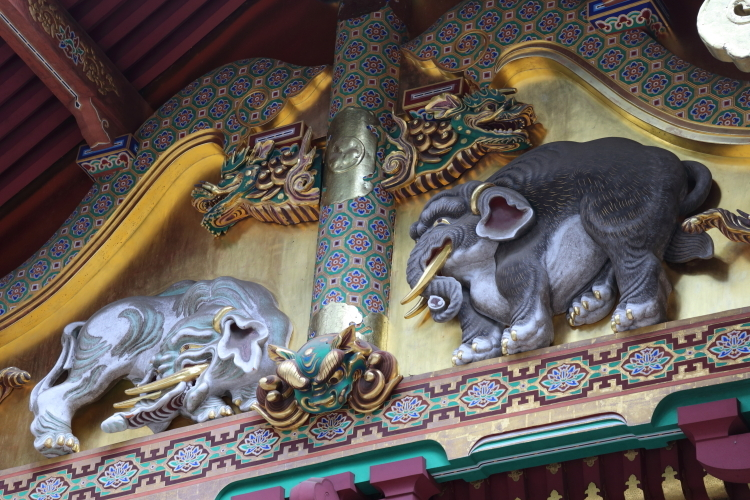 上神庫の想像の象-S