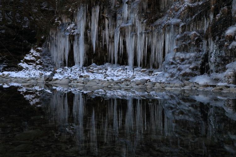 三十槌の氷柱2-S