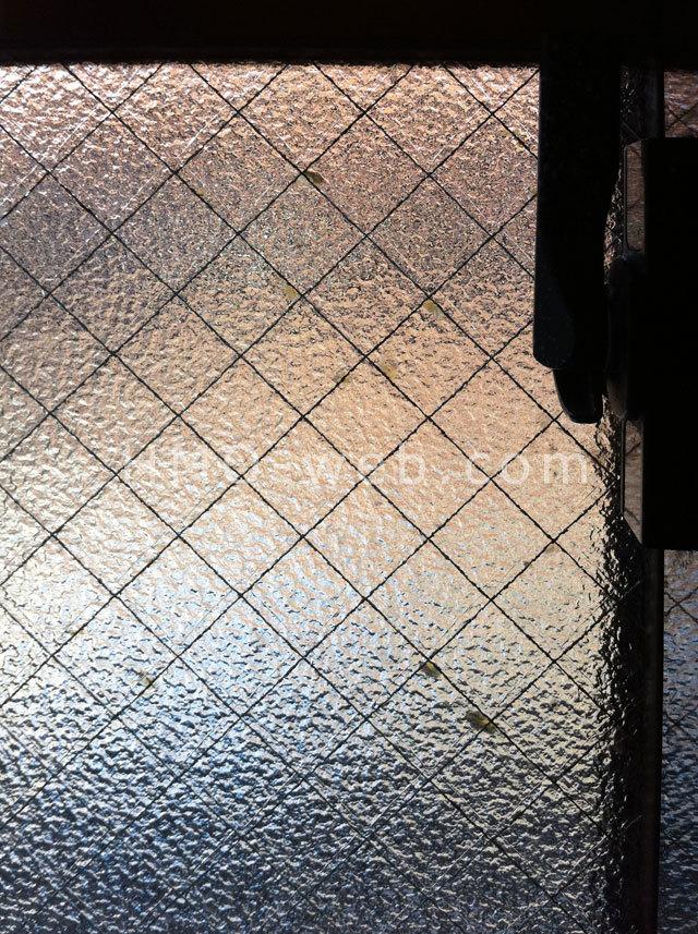網入り型板ガラス