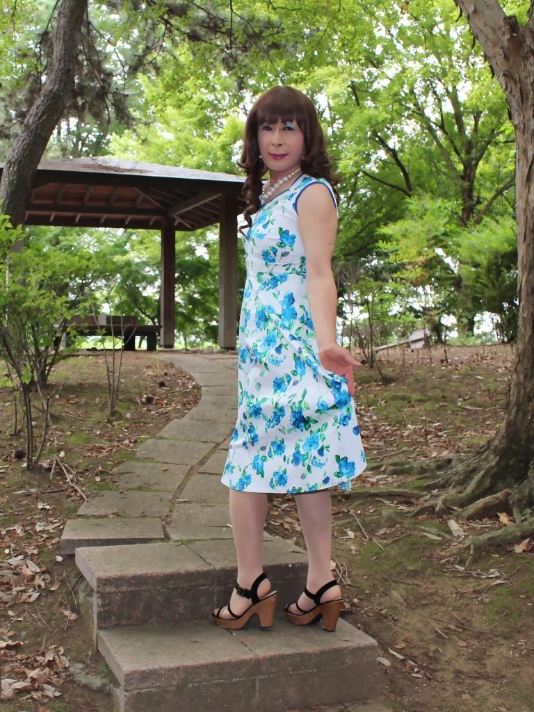 白地に水色花柄ワンピC(3)