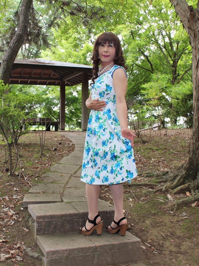白地に水色花柄ワンピC(4)