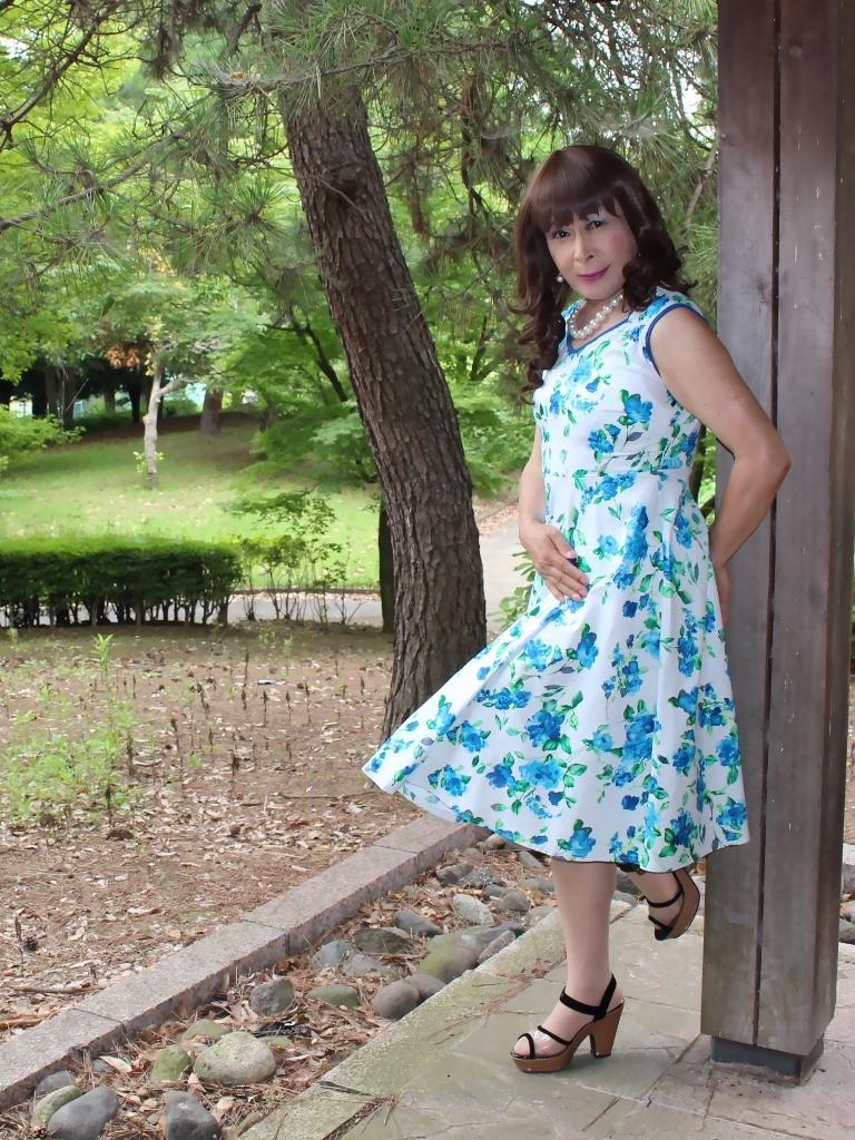 白地に水色花柄ワンピC(6)