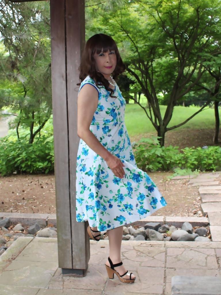 白地に水色花柄ワンピC(9)