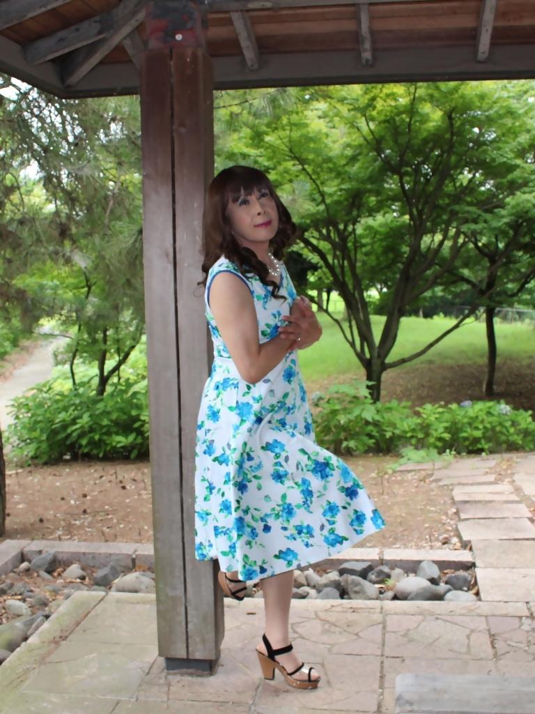 白地に水色花柄ワンピC(10)