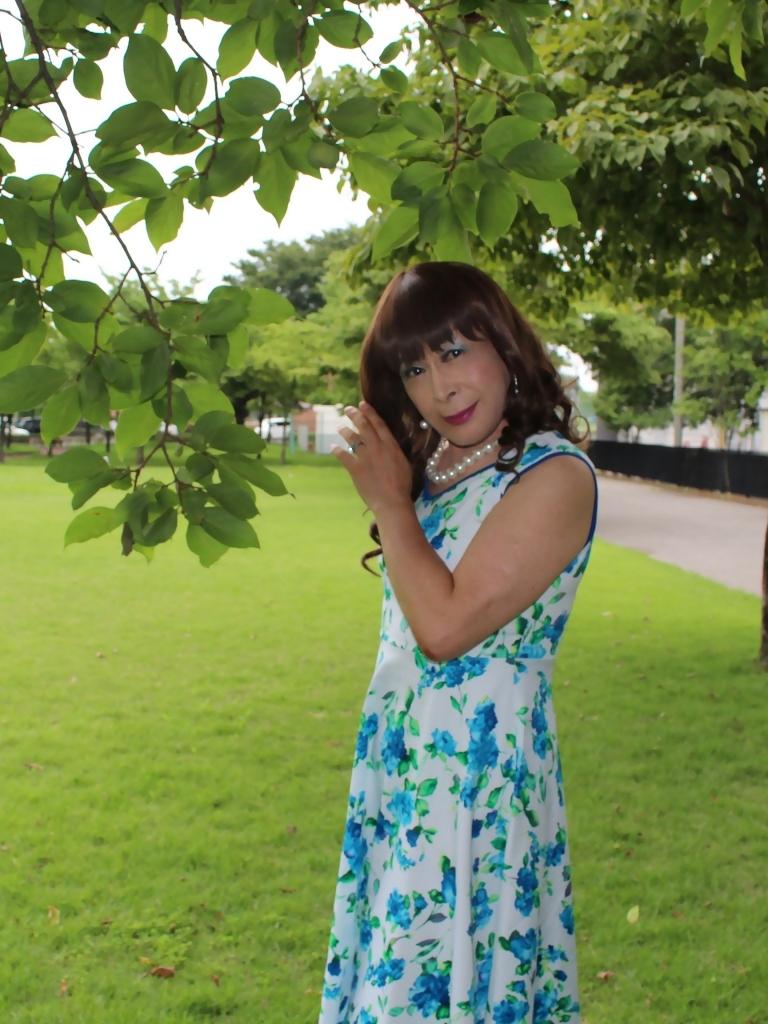 白地に水色花柄ワンピE(6)