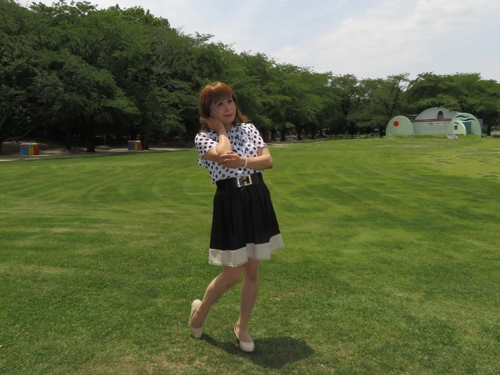 水玉ブラウス黒フレアースカートA(3)