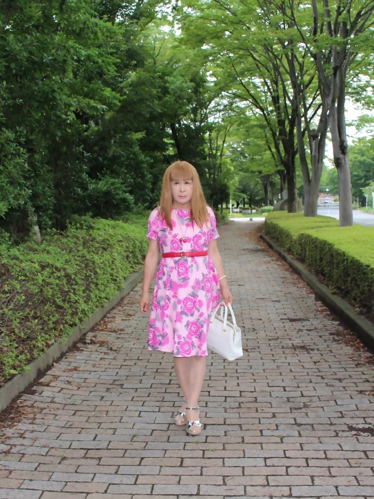 ピンクの薔薇柄ワンピA(1)