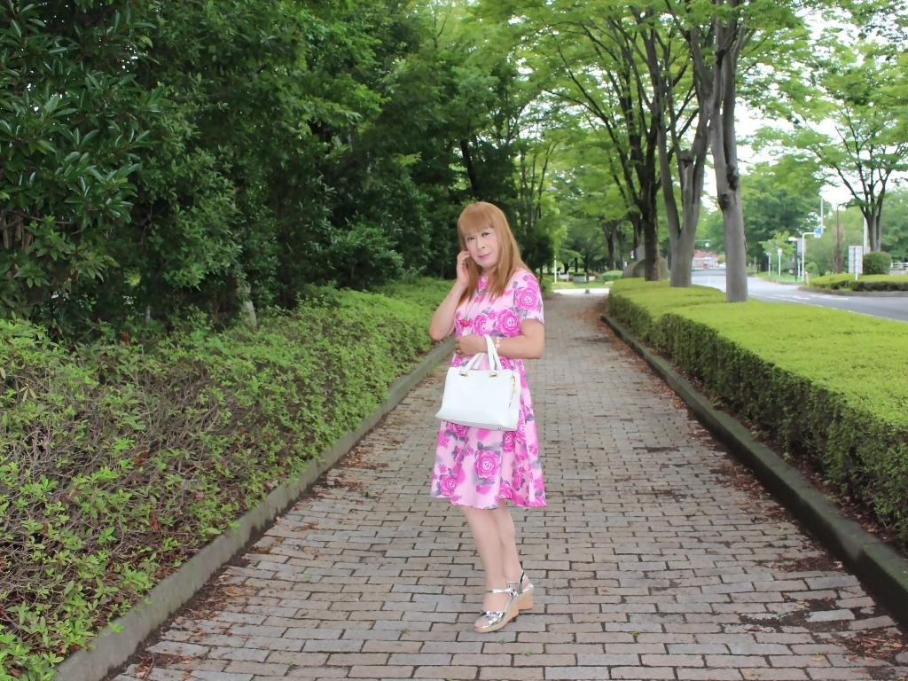 ピンクの薔薇柄ワンピA(3)