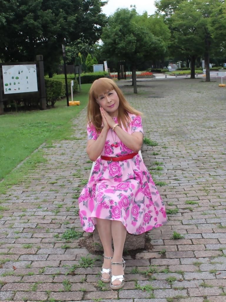 ピンクの薔薇柄ワンピB(2)