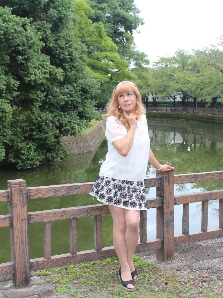 白トップス黒花柄ミニフレアーA(1)