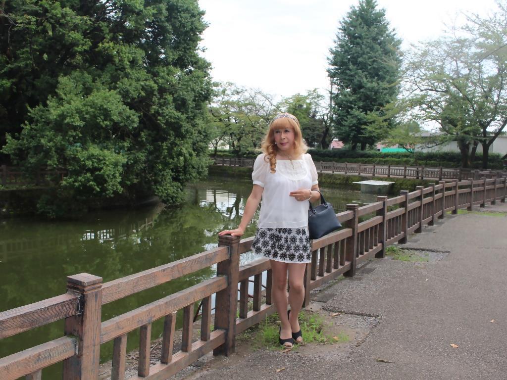 白トップス黒花柄ミニフレアーA(3)