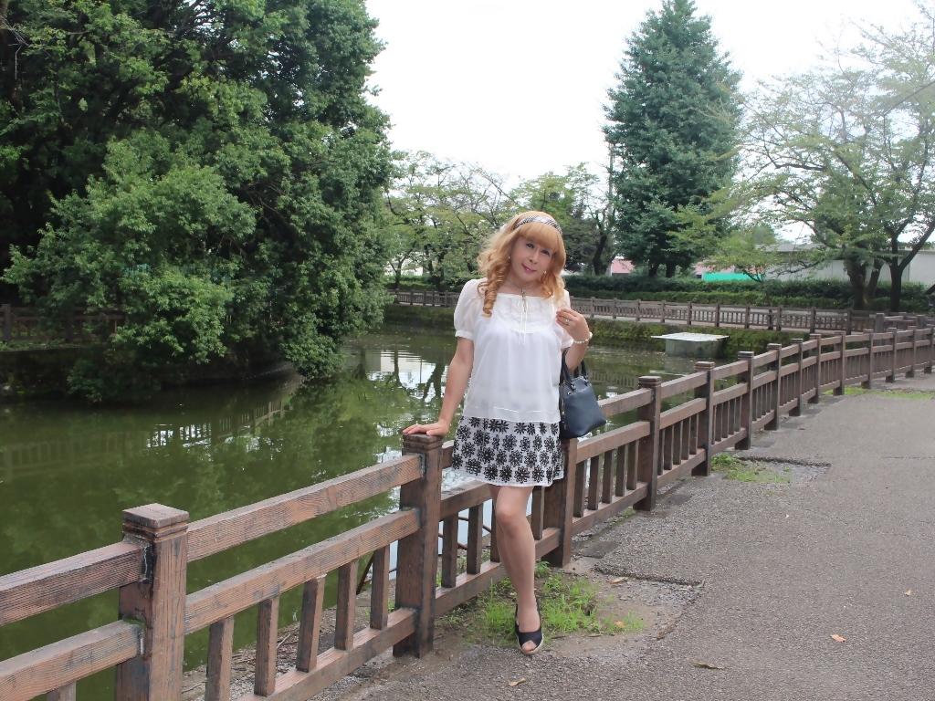 白トップス黒花柄ミニフレアーA(4)