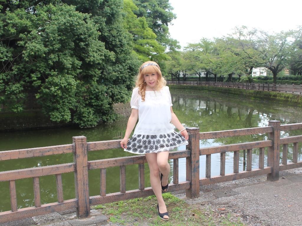 白トップス黒花柄ミニフレアーA(6)