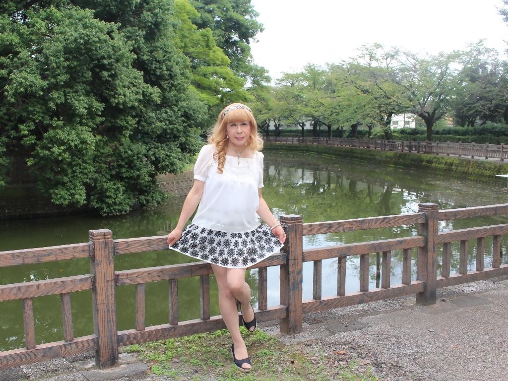 白トップス黒花柄ミニフレアーA(7)