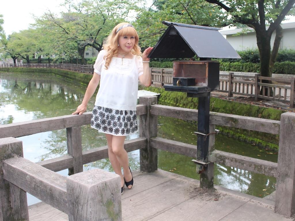 白トップス黒花柄ミニフレアーB(4)