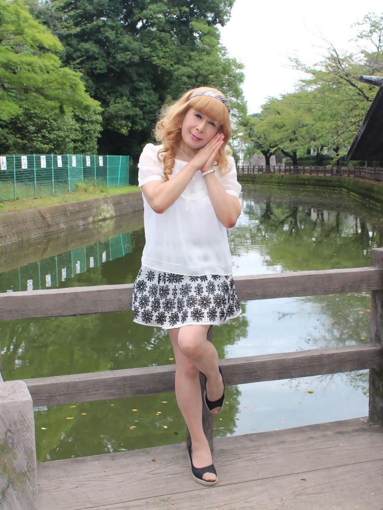 白トップス黒花柄ミニフレアーB(2)
