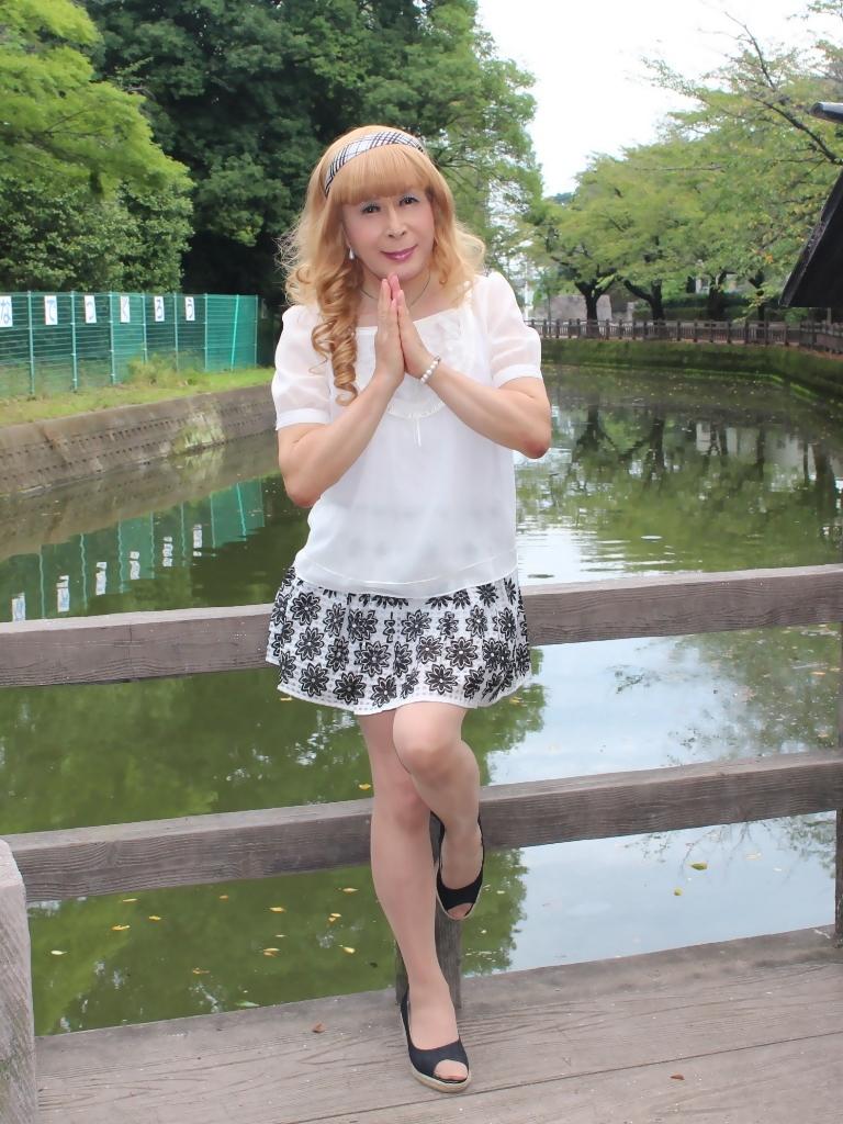 白トップス黒花柄ミニフレアーB(1)