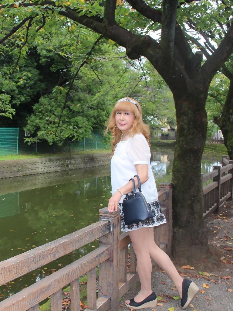 白トップス黒花柄ミニフレアーC(2)