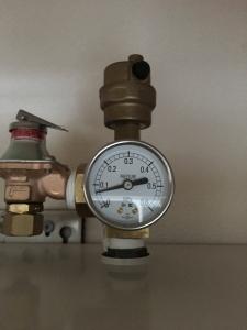 規定量の圧力計