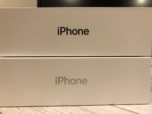 iPhoneX箱の文字の色