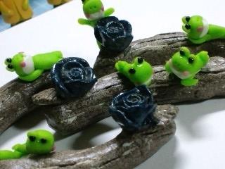 蛙と箸置きのアップ