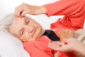 elderly-lady-taking-pills.jpg