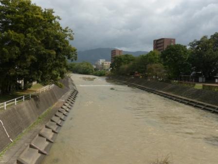 台風通過翌日の石手川 1