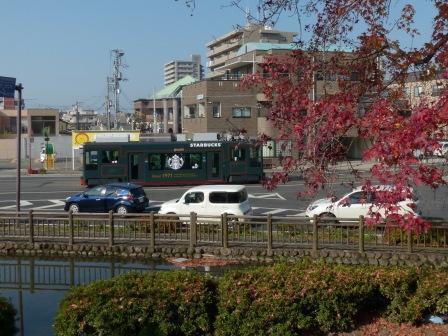 紅葉と市内電車 2