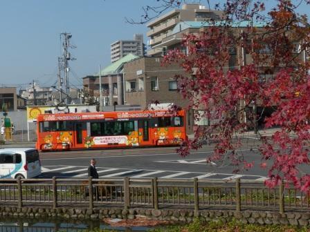 紅葉と市内電車 3