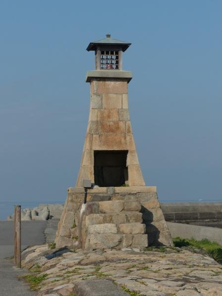 郡中港駅から五色浜へ 旧萬安港灯台 1