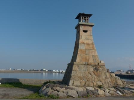 郡中港駅から五色浜へ 旧萬安港灯台 2