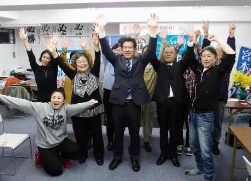 171023総選挙東京比例ブロックで宮本徹候補に当確出る・東村山市の選挙事務所PA230333