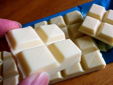 ドイツ製ASDAのホワイトチョコレート3