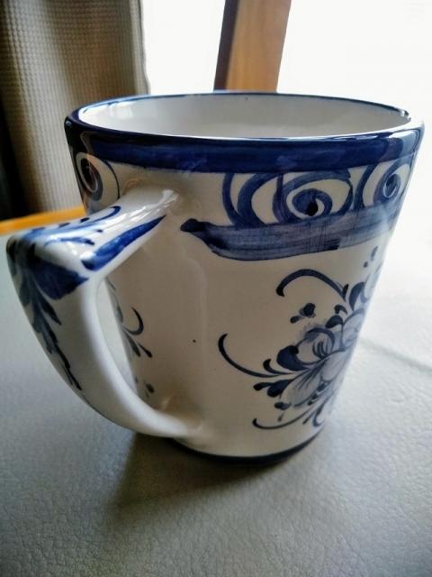 ポルトガル製手書きブルーフラワーのマグカップ2