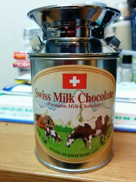 スイス製ミルク缶チョコレート1