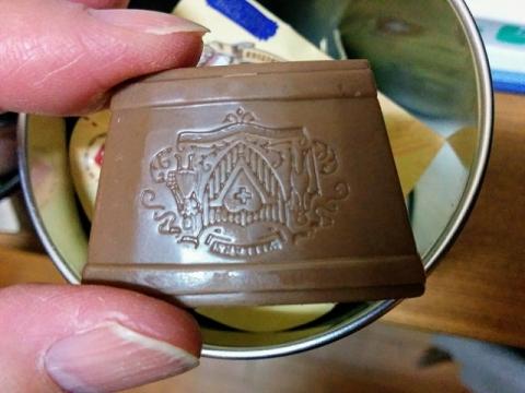 スイス製ミルク缶チョコレート4
