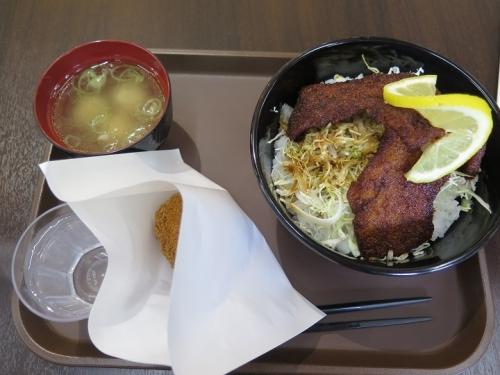 ソースカツ丼とメンチカツ