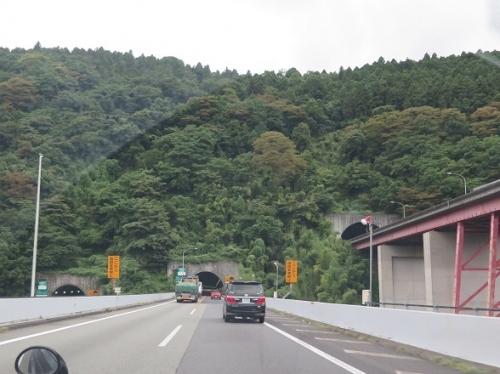 東名高速 トンネル