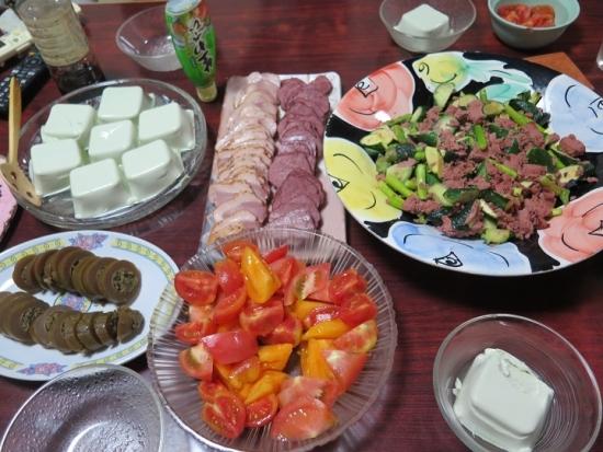 枝豆豆腐、あいがも燻製、馬刺し燻製、コンビーフとアスパラきゅうり炒め、トマト、鉄砲漬け