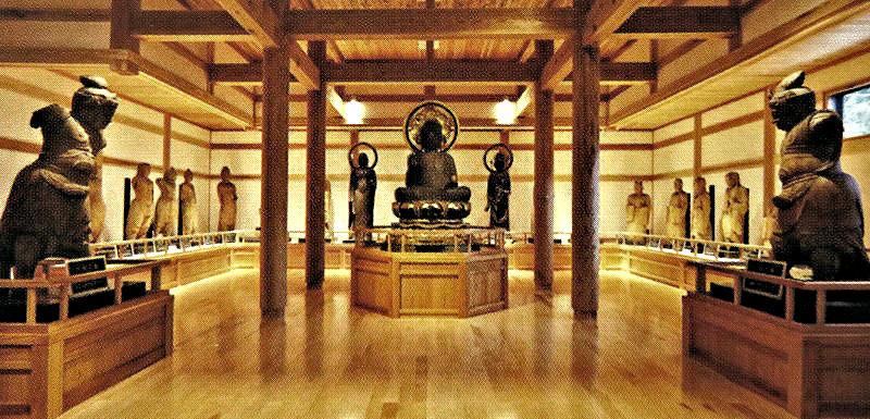 南禅寺に遺された二十数体の古仏群の展示風景