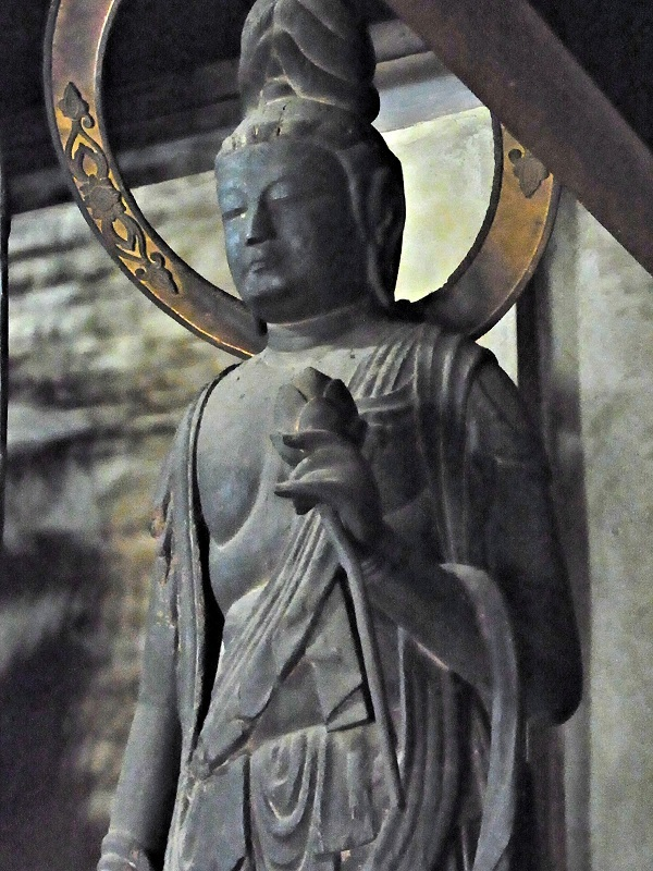 大平寺・阿弥陀如来像左脇侍(向かって右)菩薩像
