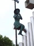 長電延徳駅 名称不明銅像付き時計台 銅像アップ
