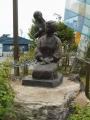 長電信州中野駅 肩たたきの像