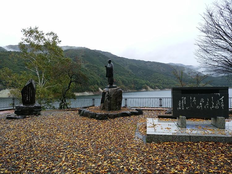 秋の荘川桜 風景1