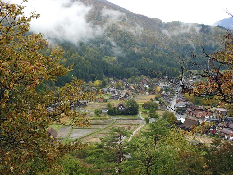 山に囲まれた飛騨 白川郷だけに、「紅葉」も見どころのひとつ2