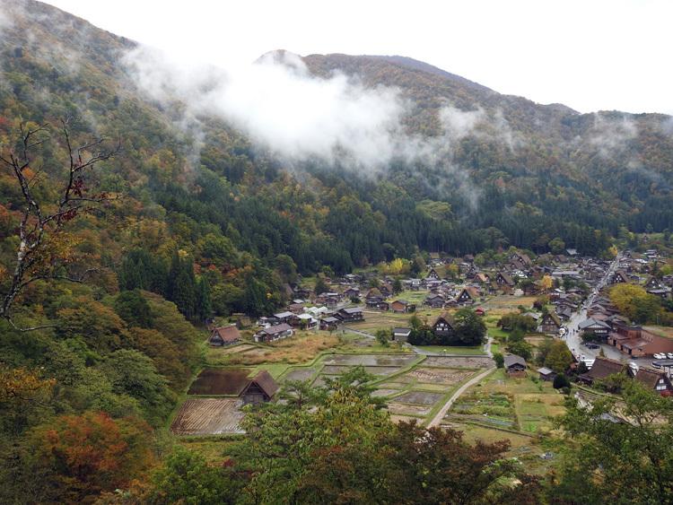 山に囲まれた飛騨 白川郷だけに、「紅葉」も見どころのひとつ3