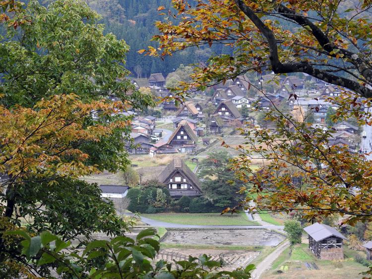 11月の3連休 紅葉の色づき 肌寒くなってくる季節 白川郷で満喫3
