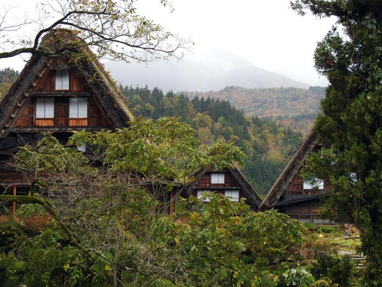 11月の3連休 紅葉の色づき 肌寒くなってくる季節 白川郷で満喫11